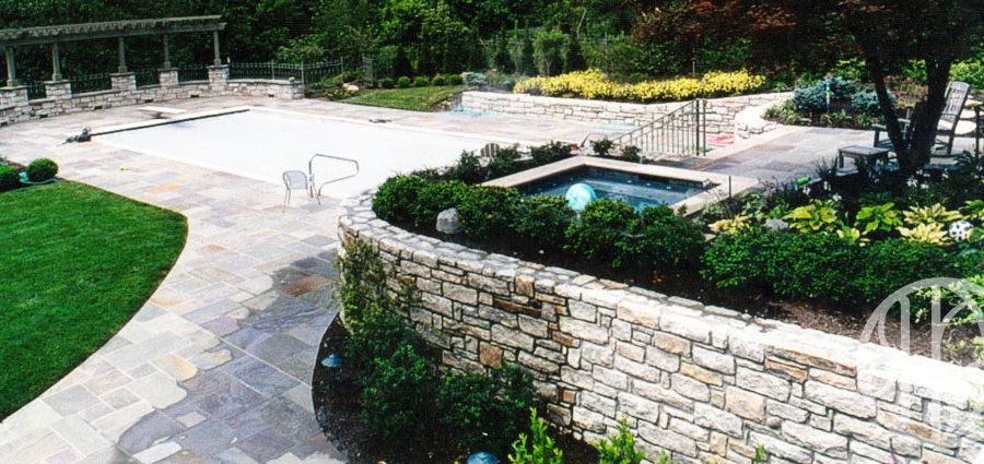 Hyde Park Cincinnati landscape and pool