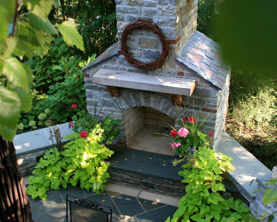 Outdoor Fireplace designer and installer in Cincinnati and Trellis